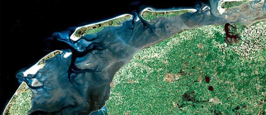 Het_Waddengebied-_satellietfoto_-_81A